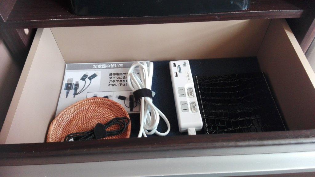 愛犬お宿の部屋にあった延長コードや充電器