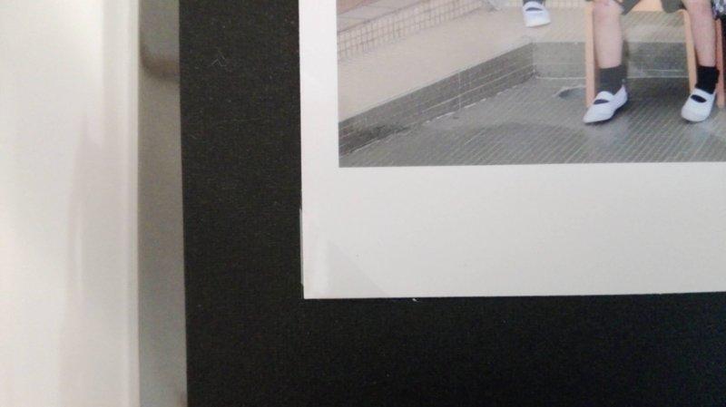 写真を入れると透明で全く目立たないフォトコーナーシール