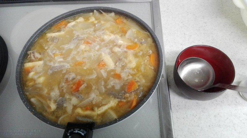 アイリスオーヤマの深めのフライパンいっぱいに作った豚汁