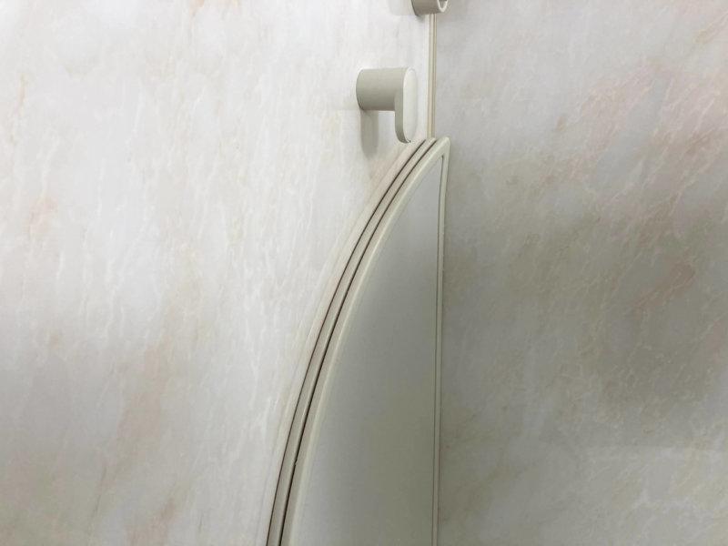 純正風呂蓋フックに小さい2枚の風呂蓋を収納したところ