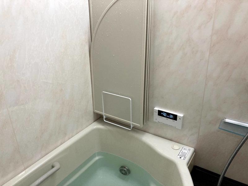 tower 風呂蓋スタンドに3枚の風呂蓋を収納したところ