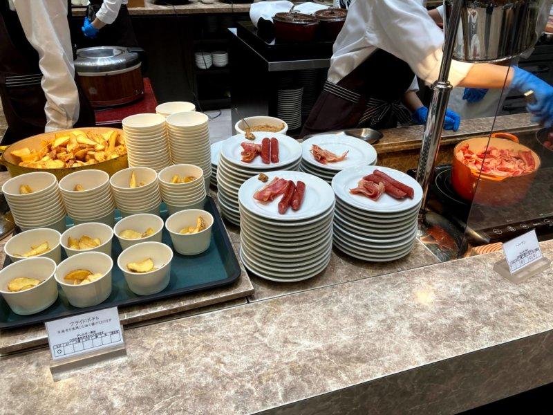 ホテル瑞鳳朝食ビュッフェのベーコン・ソーセージ