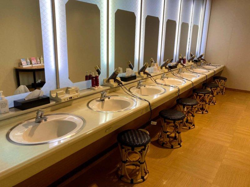 ホテル瑞鳳温泉内洗面所