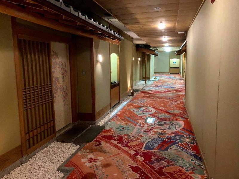 ホテル瑞鳳館内廊下