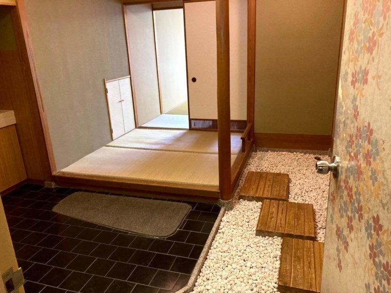 ホテル瑞鳳部屋の広い玄関