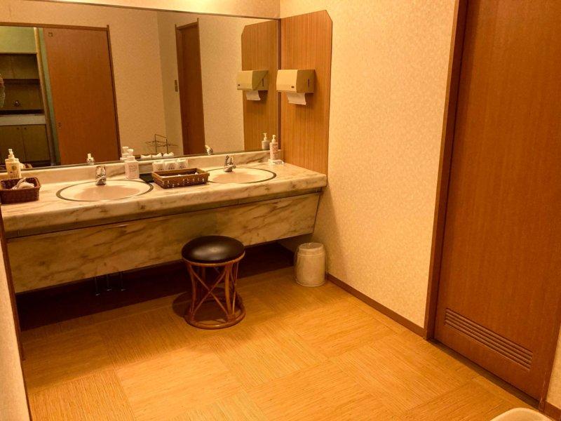 ホテル瑞鳳の客室の広い洗面所
