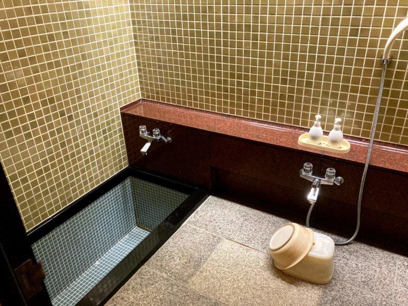 ホテル瑞鳳の客室にあるお風呂