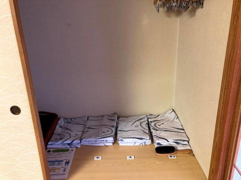 ホテル瑞鳳の客室にある全サイズ揃った浴衣