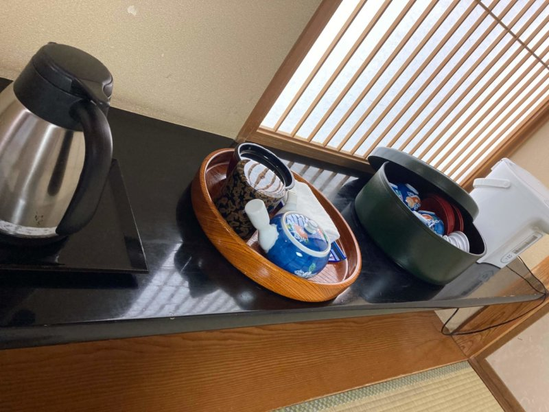 ホテル瑞鳳の客室にあるお茶セット
