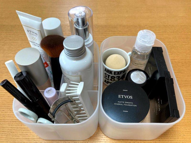 ダイソーの自由自在積み重ねボックスに入れた化粧品