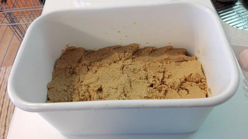 野田琺瑯レクタングル深型に無印良品発酵ぬかどこ1kgを入れたところ