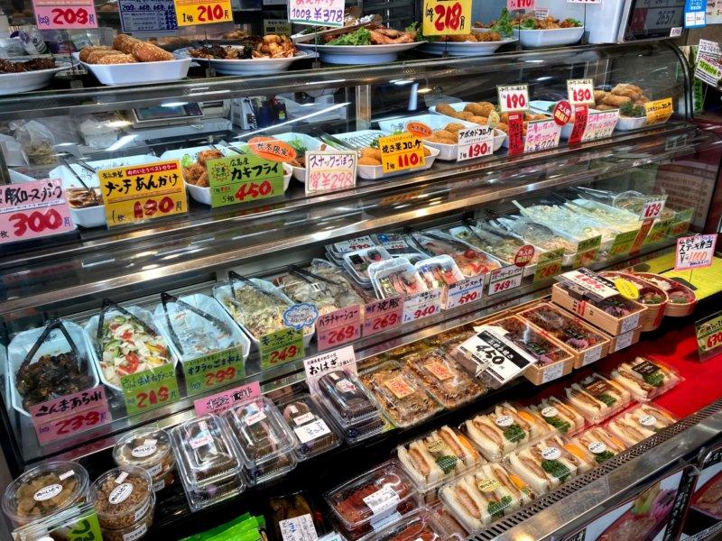 仙台の人気店「肉のいとう」100種類以上ある惣菜のショーケース
