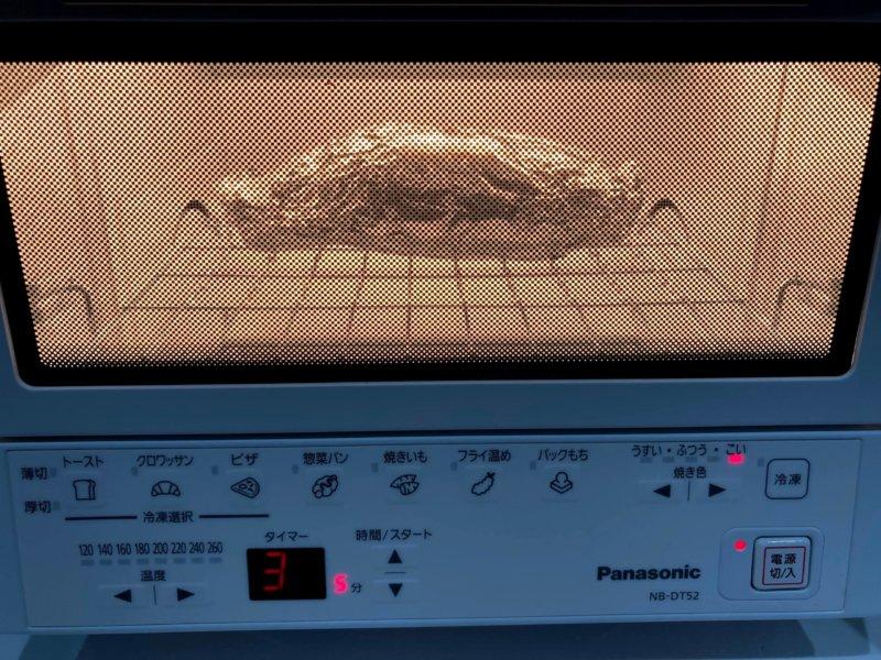 焼きいもをパナソニックコンパクトオーブンで加熱中