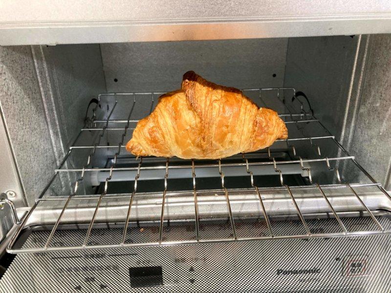 パナソニックコンパクトオーブンにクロワッサンを置いてみたところ