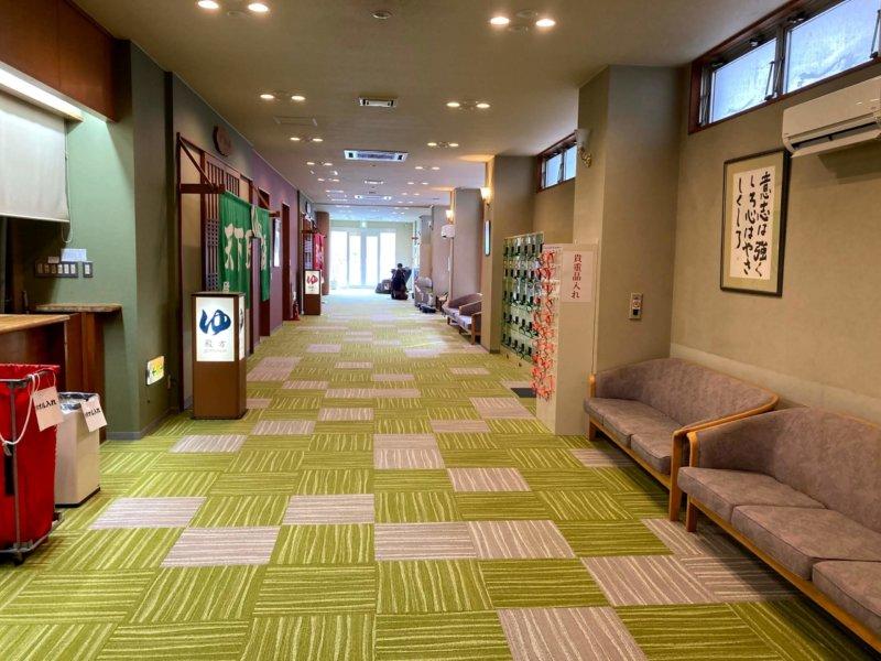 秋保温泉ホテル華乃湯川沿い露天風呂前の広い廊下