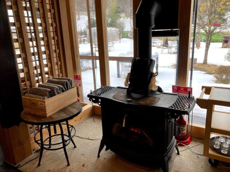 古民家カフェ「アキウ舎」の薪ストーブ