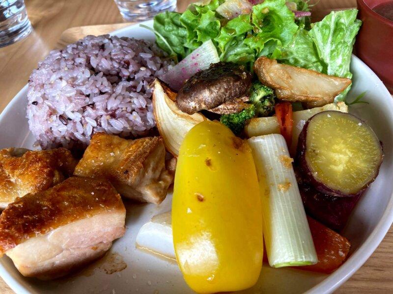 古民家カフェ「アキウ舎」の新鮮野菜たっぷりの「アキウ舎ランチ」