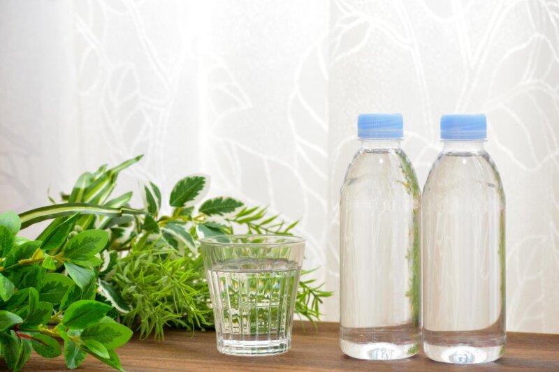 便秘解消法その1 コップ1杯の水のイメージ写真