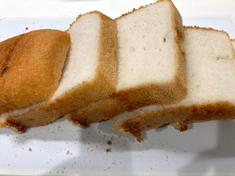 翌朝パン用米粉「ミズホチカラ」の米粉パンをスライスしてみたところ