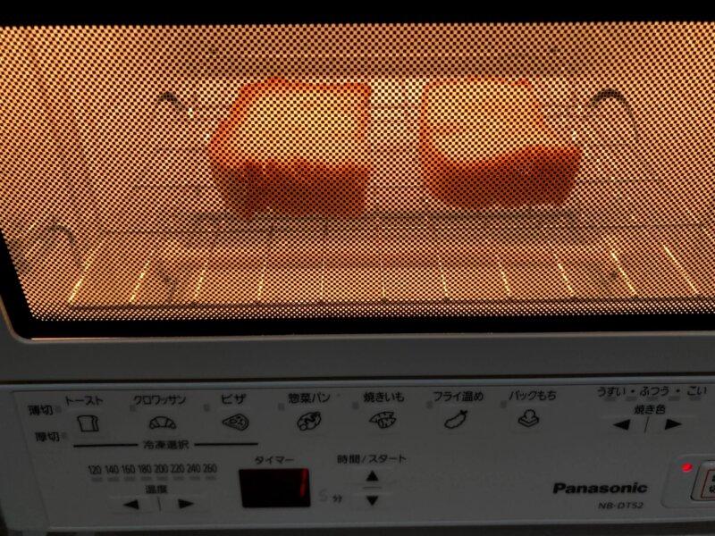 パン用米粉「ミズホチカラ」の米粉パンをパナソニックコンパクトオーブンで焼いているところ