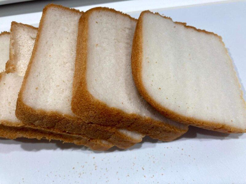 パン用米粉「ミズホチカラ」で作る米粉パンをカットしてみたところ