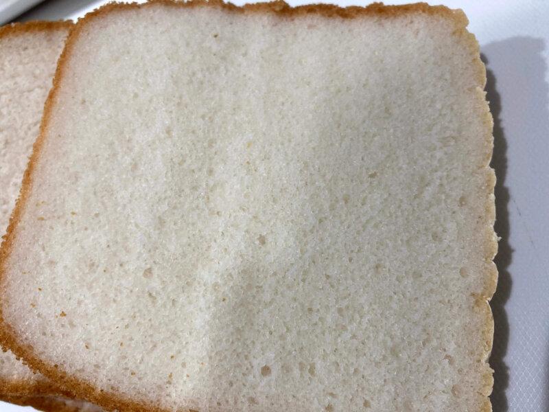 1回目よりしっとりきめが細かいパン用米粉「ミズホチカラ」で作る米粉パンの断面