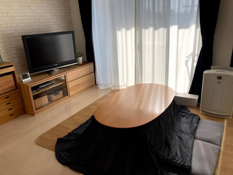 こたつテーブルの上にあった物をIKEAのワゴン「ロースフルト」に収納しスッキリした我が家のリビング