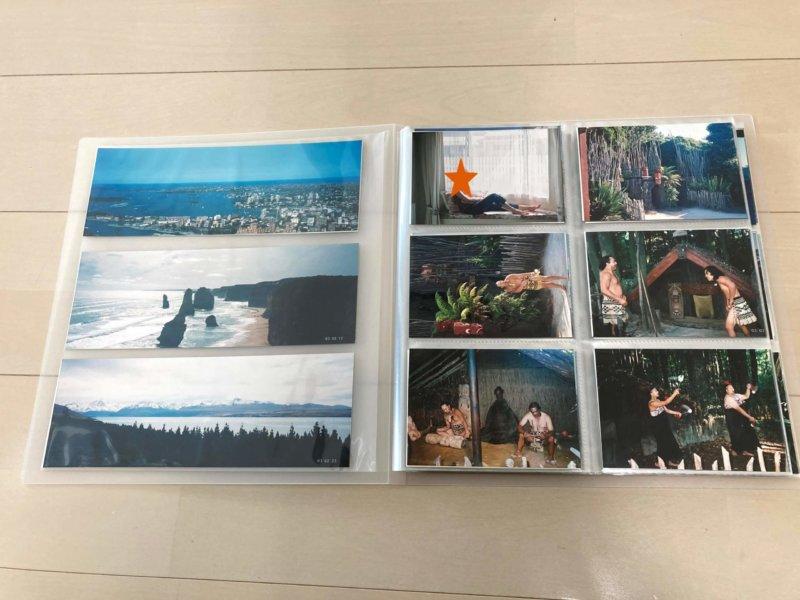 無印良品 ポリプロピレンアルバム L判・264枚用の一番前と後ろにある大きなポケットにはパノラマ写真や旅行のパンフレットなどが入れられます。