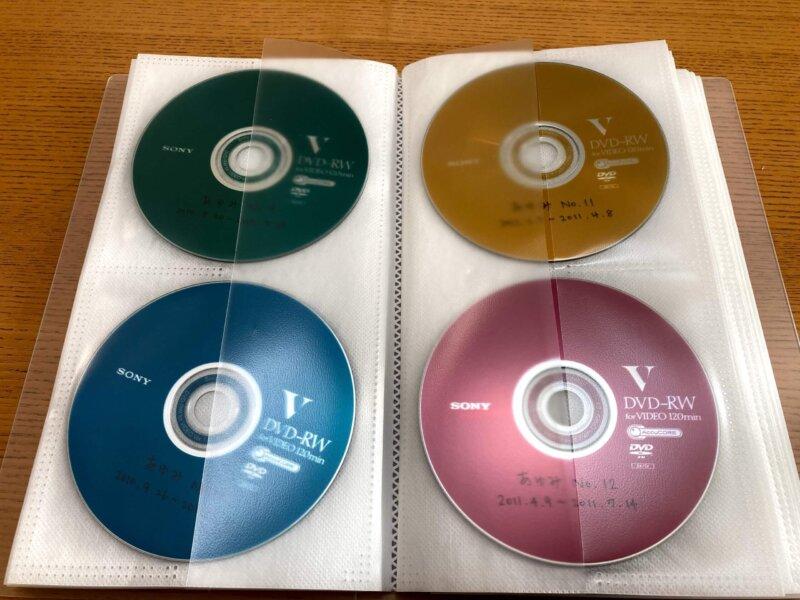 カラフルなDVDも無印良品DVDホルダーに収納すればモノトーンでスッキリ