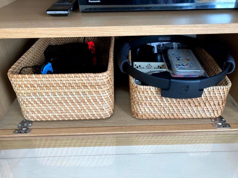 スペースが空いたテレビボードには今我が家で大活躍中のニンテンドースイッチ本体とリングフィットアドベンチャーを収納。