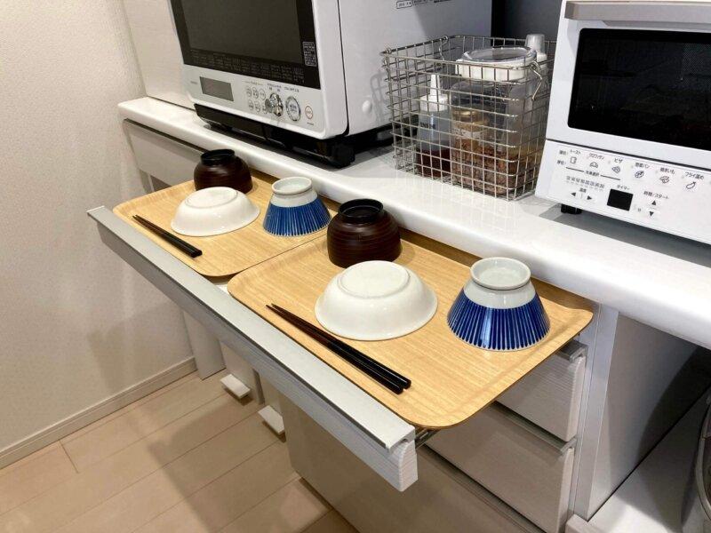 松田家具の食器棚についているとっても便利な作業台