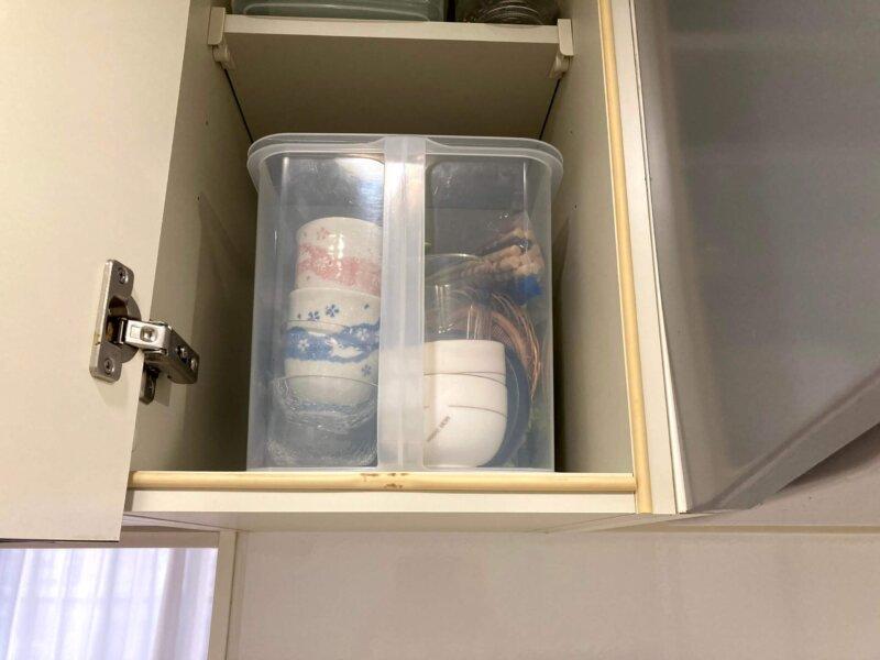 来客用など使用頻度の少ない食器類は吊戸棚にまとめて収納