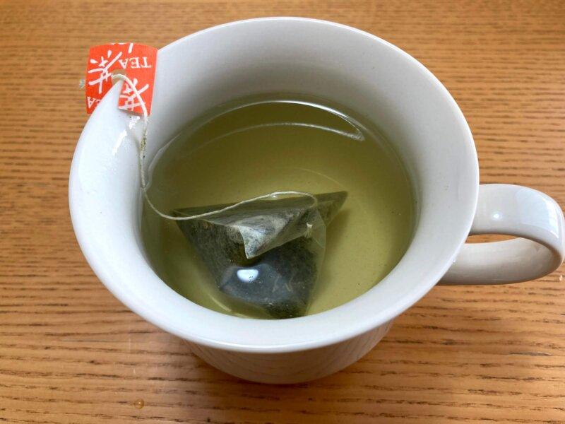 娘用にべにふうき緑茶を薄く作ったところ