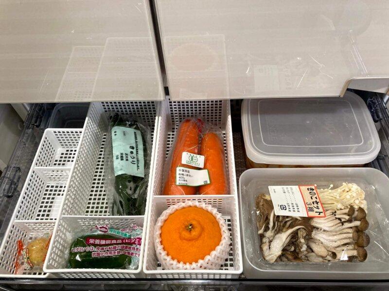 野菜室にセリアのカゴをセットして野菜を収納したところ