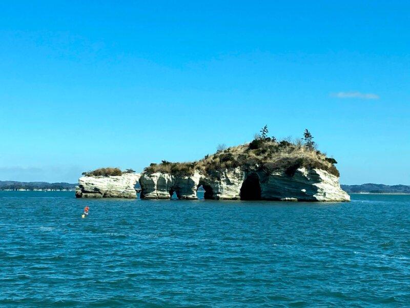 松島島巡り観光船『仁王丸』から見えた『鐘島』