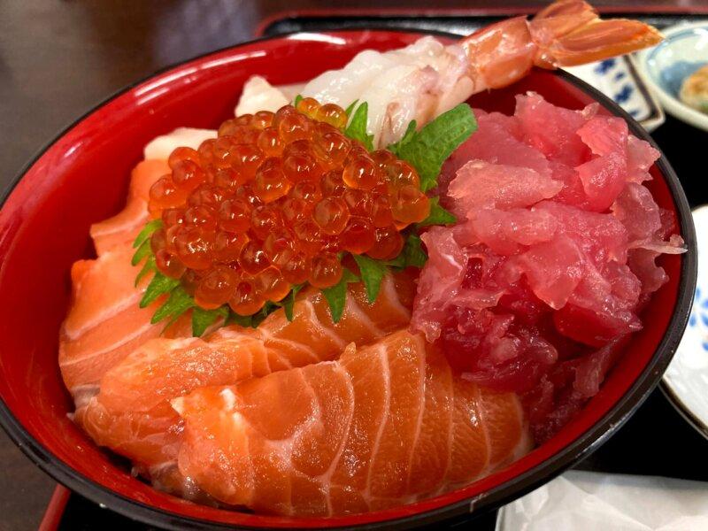 『漁師の海鮮丼』五色丼アップ