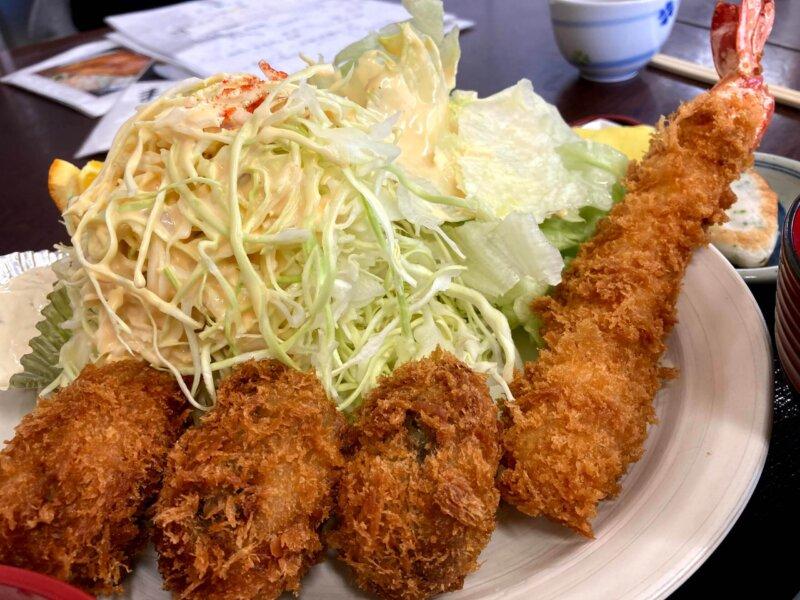 『漁師の海鮮丼』エビフライとカキフライ定食アップ