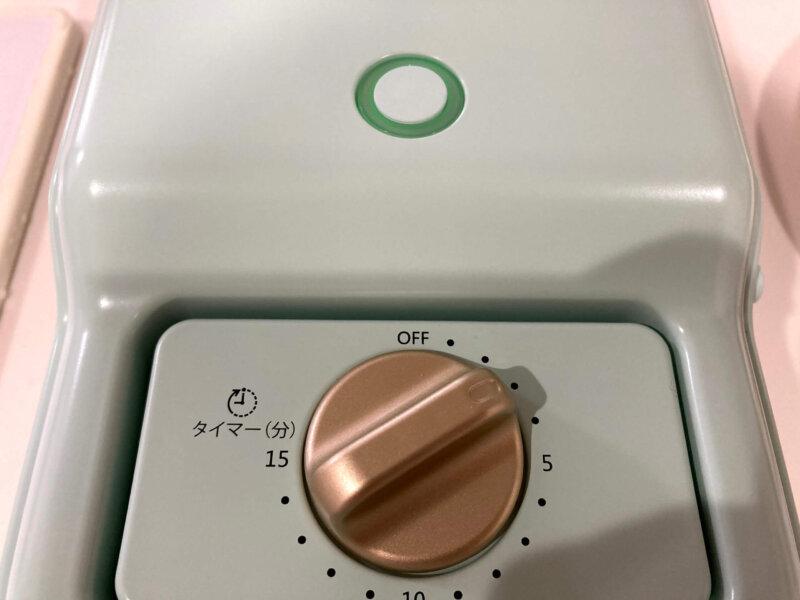 グリーンのライトが光SOLEMOOD ホットサンドメーカーのタイマー