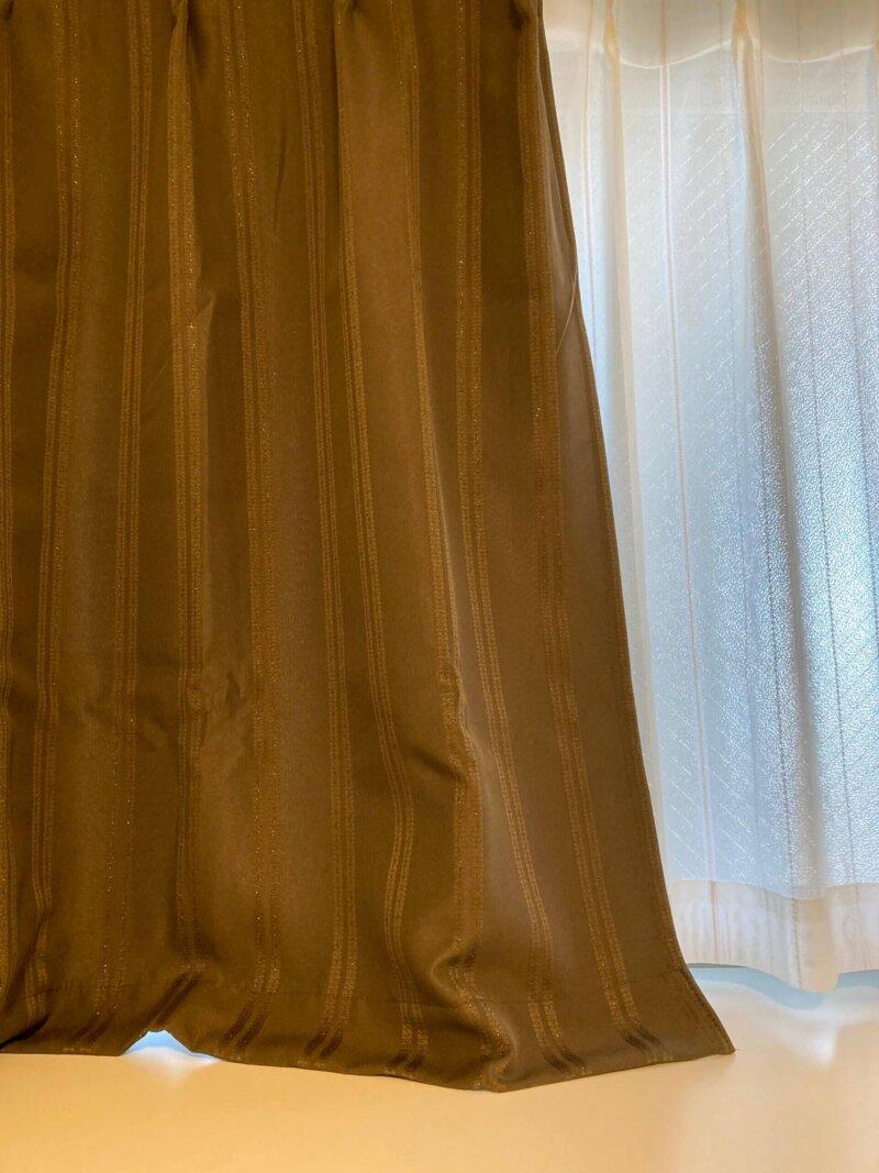 採寸したはずなのになぜか引きずっている寝室のカーテン