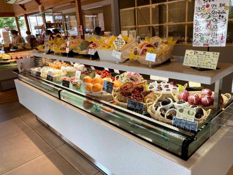 『フルーツショップ青木』の果物販売スペース