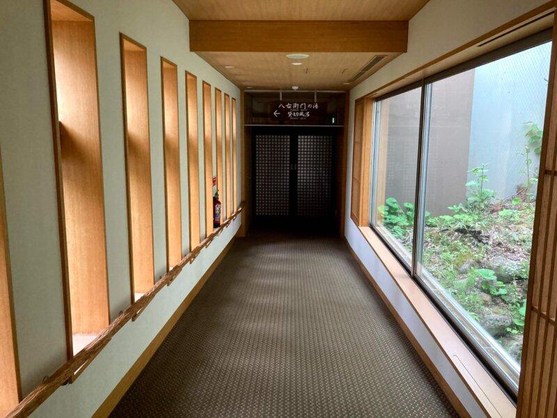 蔵王国際ホテルの温泉に続く廊下