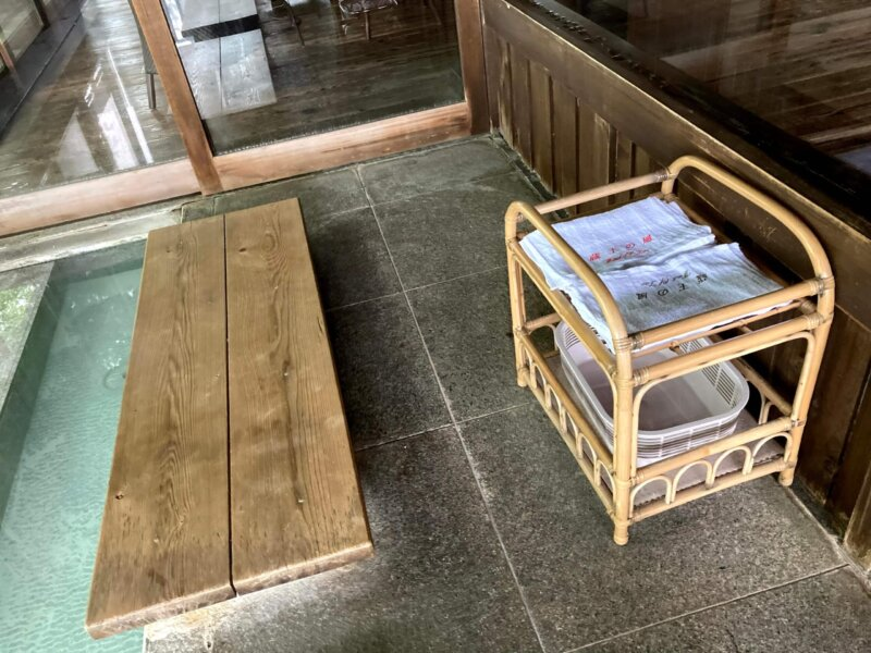 蔵王国際ホテルの足湯に準備されたタオル