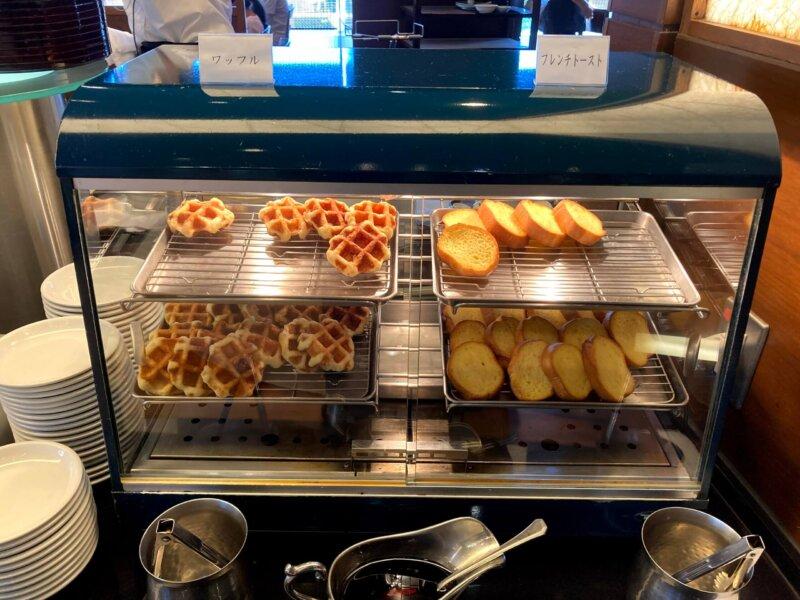 『鳴子ホテル』朝食バイキングのワッフル&フレンチトースト