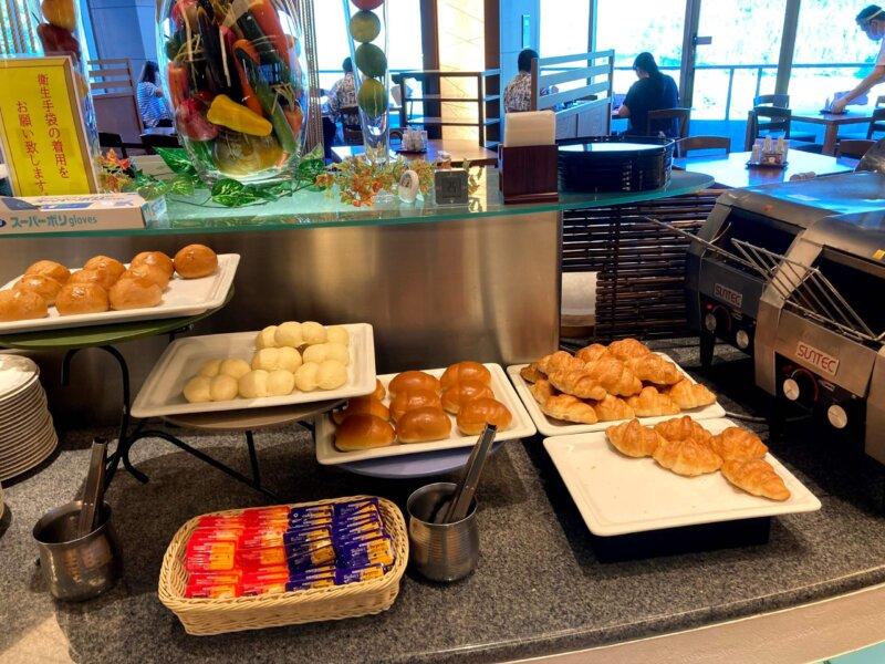 『鳴子ホテル』朝食バイキングのパンコーナー