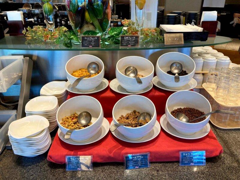 『鳴子ホテル』朝食バイキングのコーンフレークコーナー