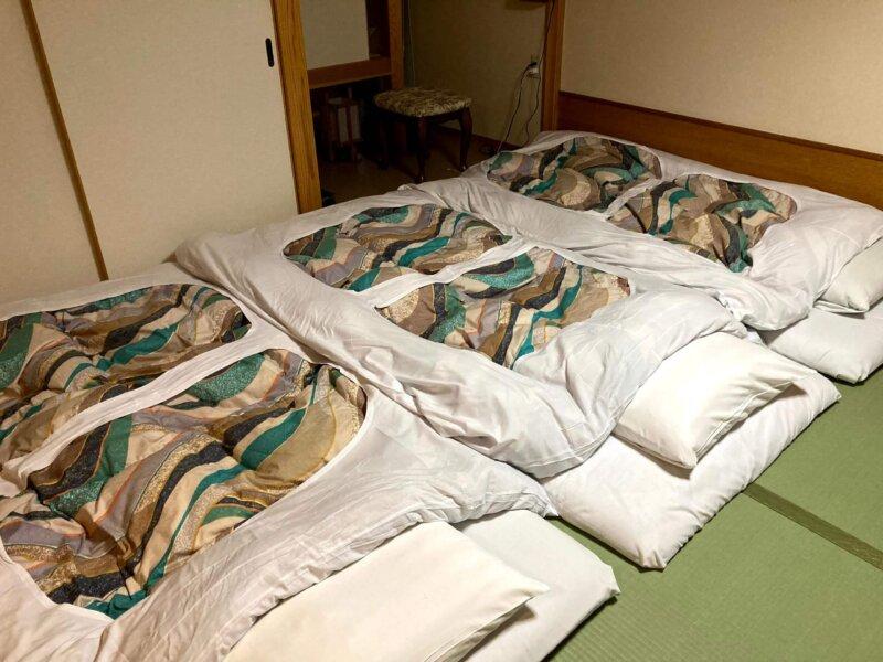 『鳴子ホテル』お部屋に敷かれた布団