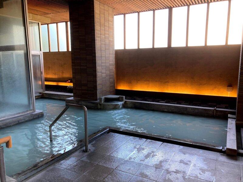 『鳴子ホテル』芭蕉の湯 あまり開放感のない露天風呂