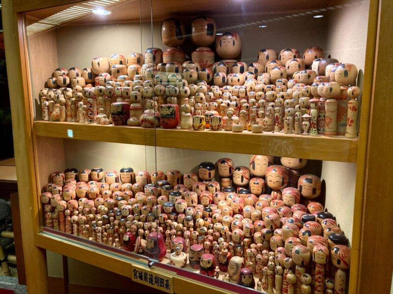『鳴子ホテル』3階松宮コレクションの2000本のこけし