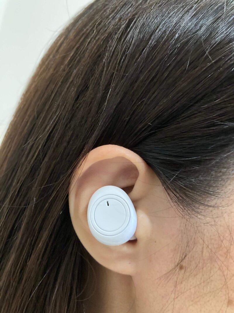 スリーコインズのワイヤレスイヤホン(カナル型)を耳に装着してみたところ