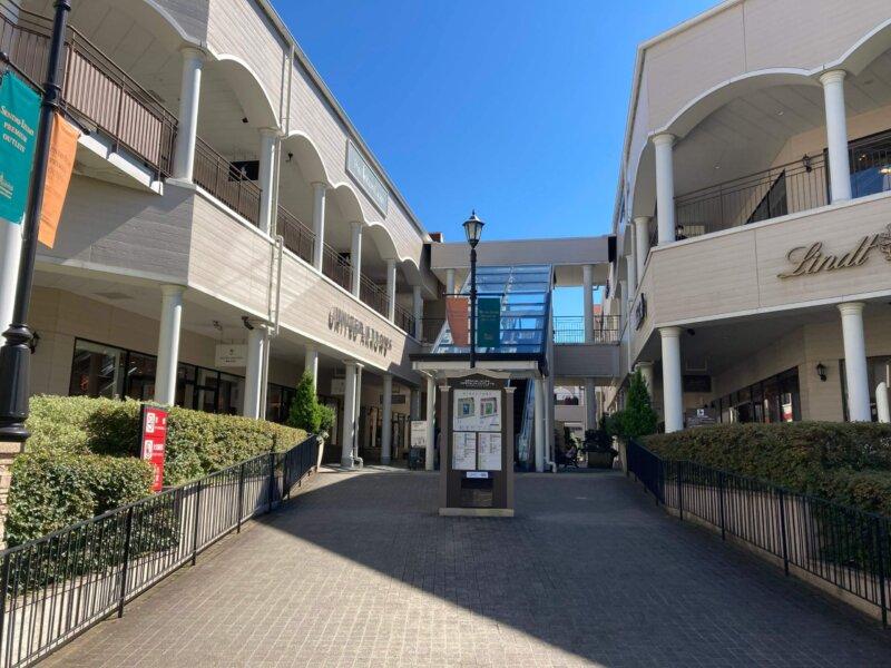 仙台ロイヤルパークホテルに隣接する仙台泉プレミアムアウトレット